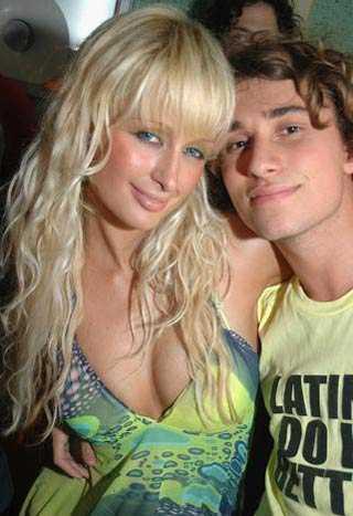 国外明星自卖性爱录像成致富新路 明星性爱录像