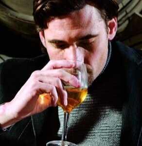 教你几个缓解的办法 酒后胃难受怎幺办