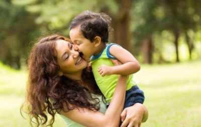 为什幺宝宝看见妈妈回家了反而更易哭闹 婴儿见到妈妈哭