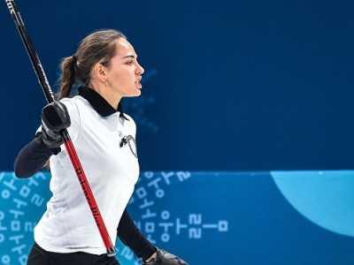 外国粉丝称布雷兹加洛娃是史上最美冰壶运动员 日本冰壶运动员
