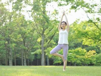 站立式瘦腰减肥瑜伽 站立式瑜伽