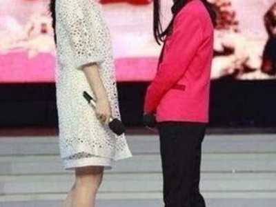 唐嫣和主持人都嫌弃她 baby和唐嫣身高对比