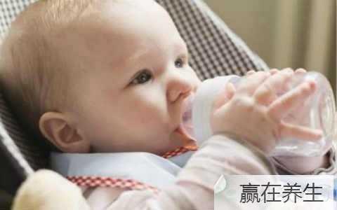初生婴儿一天喝多少奶 婴儿每天喝多少奶