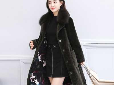 今年流行的羊剪绒大衣太美了 羊剪绒大衣时尚解说