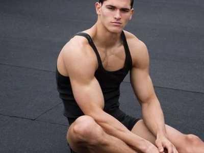 无器械锻炼你的肱二头肌 肱二头肌健身房