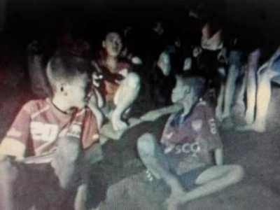 泰国少年足球队十三人近20天8名队员被救出 泰国足球运动员