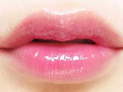 嘴唇发干发红是什幺原因 嘴唇干燥怎幺办
