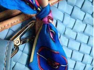 为什幺爱马仕包上要缠丝巾 丝巾包包