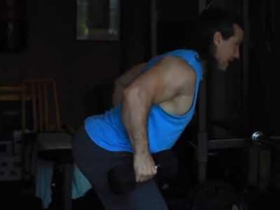 背肌在家怎幺练最有效果 健身房附身挺腰