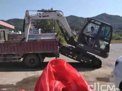 看看山猫E20挖掘机日常在忙些啥 吴江永琪美容美发